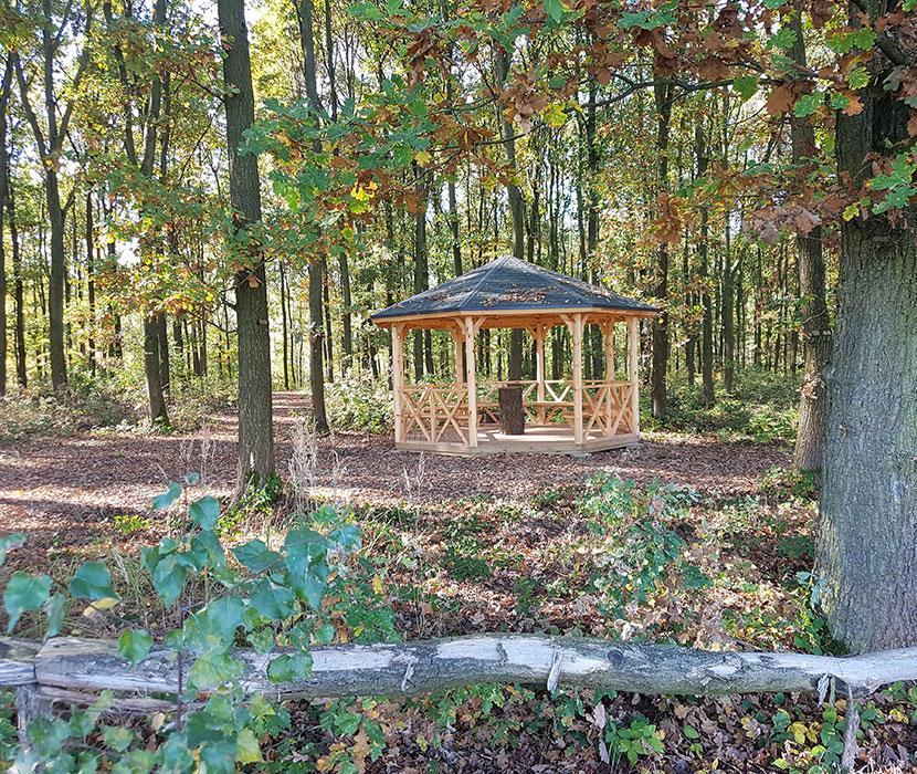 Pavillon im Waldfriedhof Schönburgerland in Sachsen
